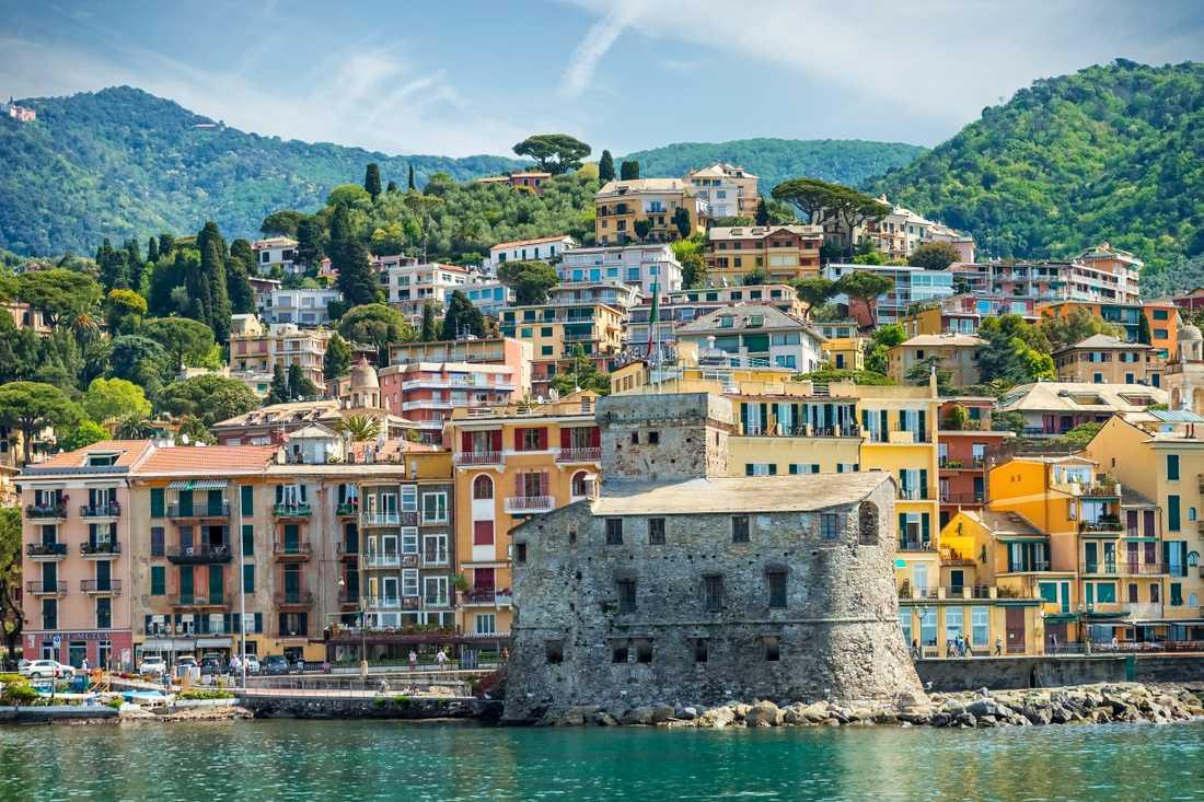 Grannstaden Rapallo är lite billigare än Portofino.
