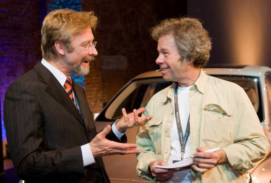 Chris Bangle ritar och förklarar BMW:s nya design för Robert Collin.
