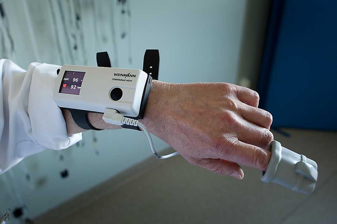 Så här ser mätutrustningen ut som träs på på handen.