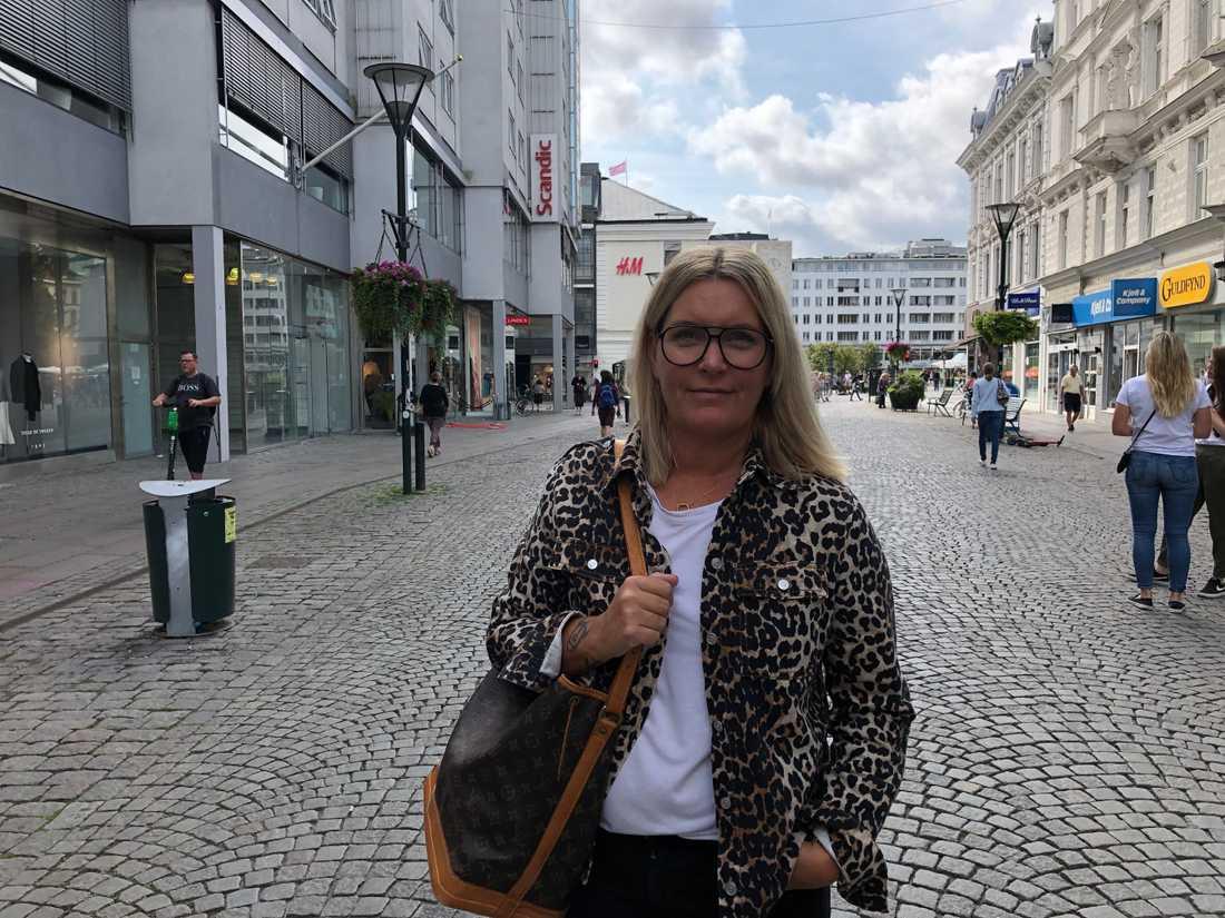 """""""När man har bott här i stan och sen flyttat ut på landet som jag har så följer man inte med på samma sätt. Därför är det kul att veta allt som händer och sker. Och att man målar upp Malmö lite bättre. Sen måste man tyvärr läsa det tråkiga också. Där är man intresserad av att veta vad Malmöpolitikerna ska göra åt detta nu. Folk vill höra det ju"""", säger Liselott Klüft Nordström."""