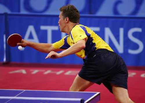 Uträknad av de flesta kom J-O till OS i Aten 2004 - och vilken revansch det blev. Waldner tog sig till semifinal och charmade alla, bland annat med den här minnesvärda bollen där den svenske veteranen avgör en duell helt vänd bort från bordet.
