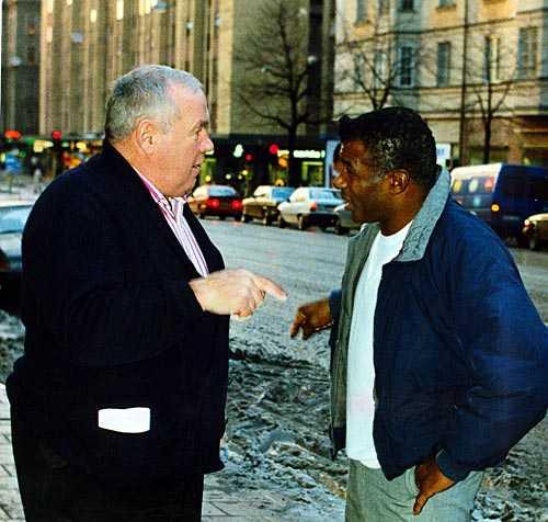 Kärt återseende. Ingemar Johansson och Floyd möts igen, här på en bild från 1989.