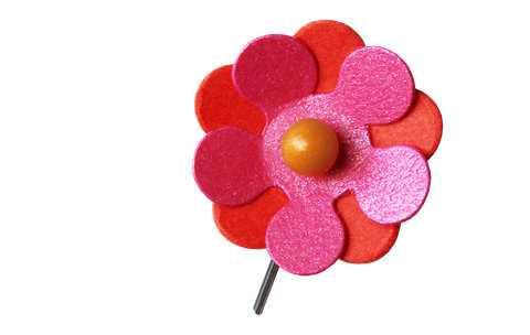 Årets majblomma går i eldiga färger och är designad av tolvåriga Elin Eisele.