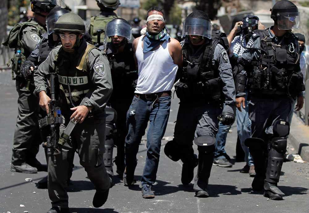 Stämningen på Västbanken blir allt oroligare. I en sammandrabbning mellan pro-palestinska demonstranter och israelisk militär dödas minst tre palestinier och en israelisk soldat.