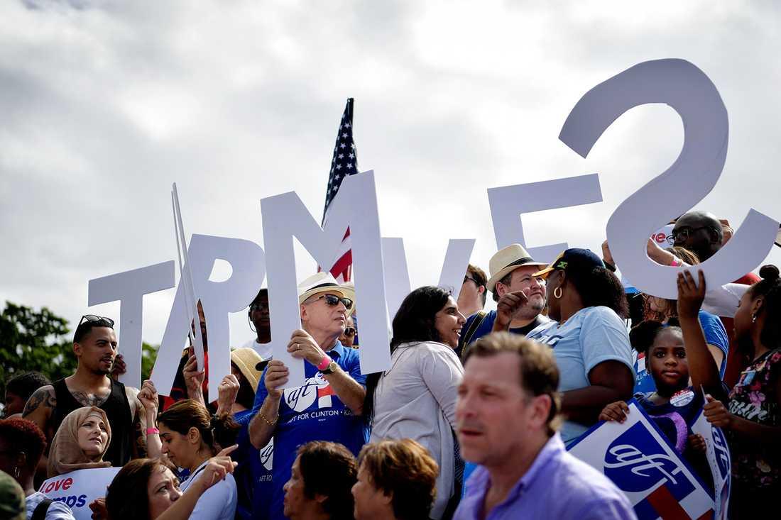 Medlemmar i amerikanska lärarfacket AFT stöttar Clinton.