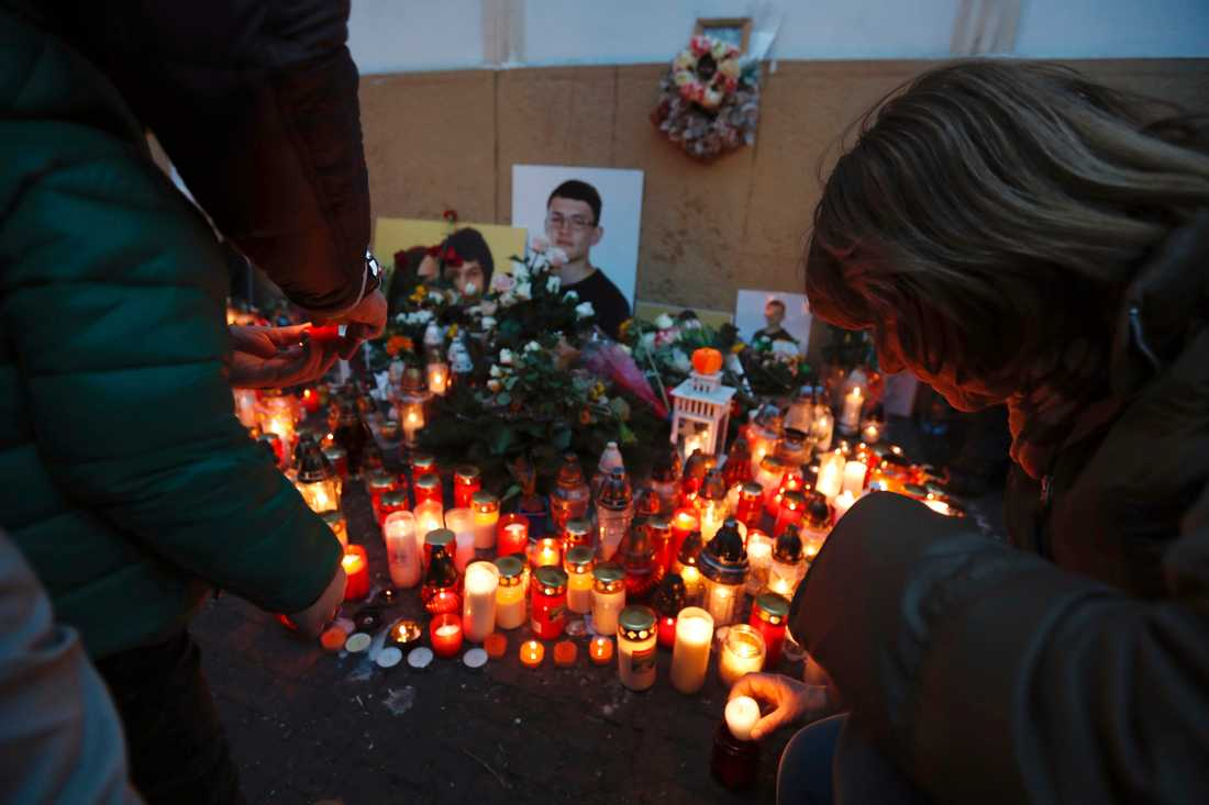 En minnesplats för Jan Kuciak och Martina Kusnirova ett år efter dubbelmordet, i februari i år. Arkivbild.