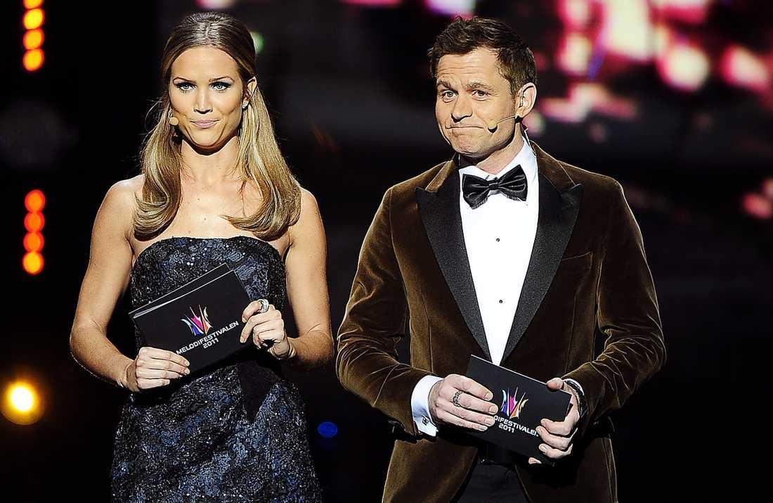 """""""bäst att skoja"""" I kvällens deltävling i Göteborg driver Marie och Rickard med misstaget förra veckan. """"Skämtet föddes redan på planet från Luleå"""", säger Rickard Olsson."""