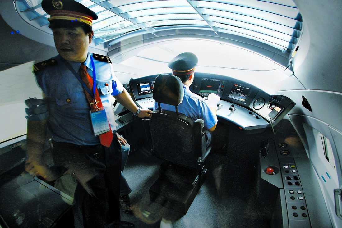 Förarkupén i ett kinesiskt snabbtåg.