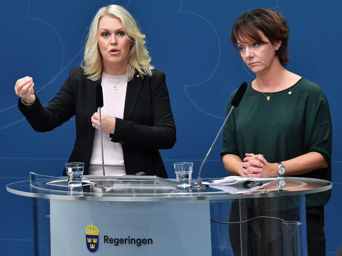 Socialminister Lena Hallengren (S) och Matilda Ernkrans (S), minister för högre utbildning och forskning, under pressträffen om det nya vårdkompetensrådet.