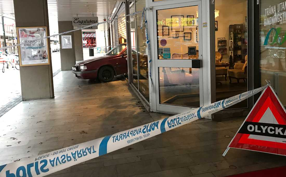 Smash and grab-kupp mot klockbitik i Jönköping.