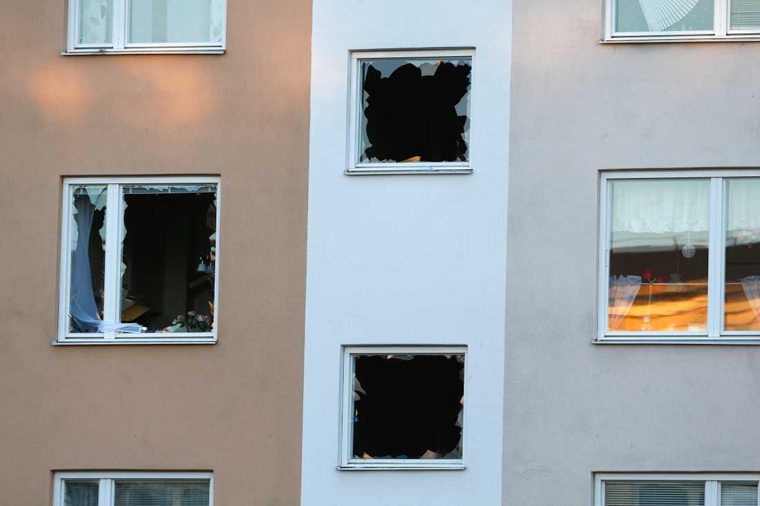 En kraftig explosion har inträffat i ett bostadshus i stadsdelen Hageby i Norrköping.