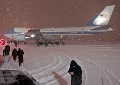 Obama landar efter klimatmötet i Köpenhamn.