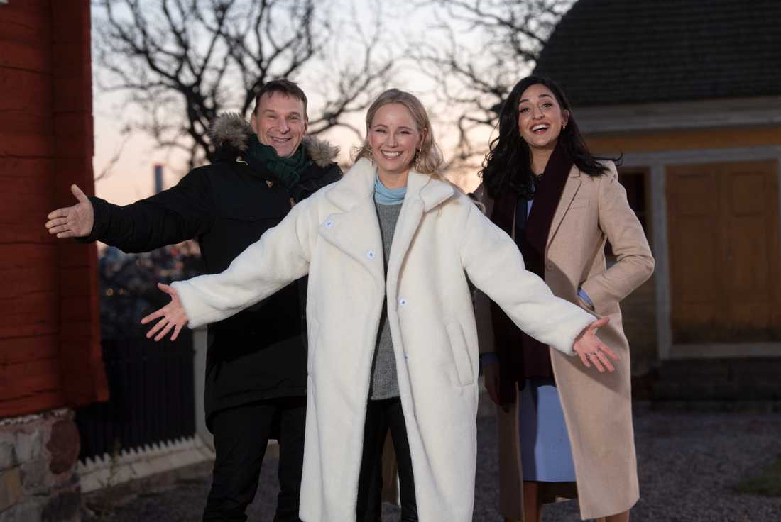 Anders Lundin, Sofia Helin och Parisa Amiri ledde SVT:s nyårssändning från Skansen. Arkivbild.