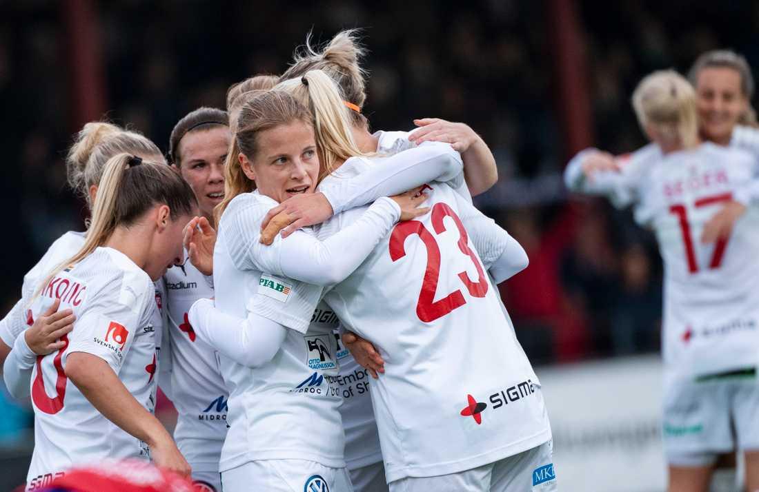 FC Rosengård kommer i inledningen av damallsvenskan att få måljubla inför publikläktarskyltar. Arkivbild.