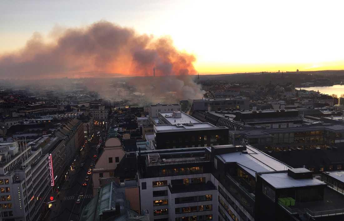 Branden sedd från ett av kungstornen.