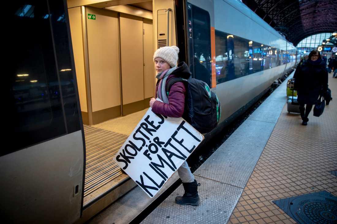Greta Thunberg, 16, tar tåget ner till Världsekonomiskt forum i Schweiz.