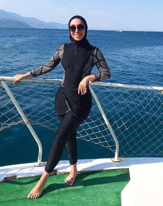 """Fatma, 24: """"Det är 2020 och jag badar i vad fan jag vill""""."""