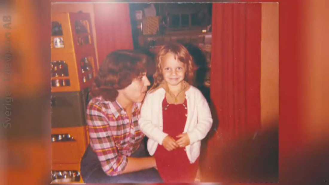 """Sofia Ledarp som liten, med sin mamma, ur """"Stjärnorna på slottet"""""""