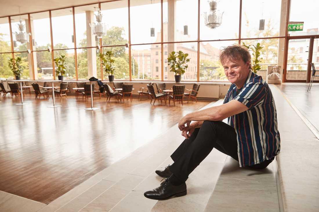 """Nisse Hellberg släpper sitt nionde soloalbum """"Goda tider rullar in"""" nästa vecka."""