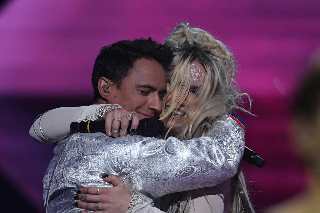Jon Henrik Fjällgren och Aninia i Melodifestivalen 2017.