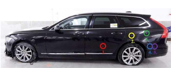 Taxin träffades av minst åtta skott vid attacken i Nacka.
