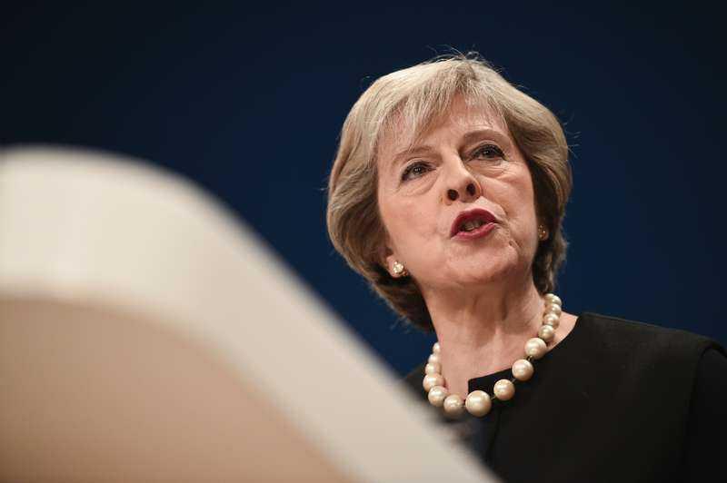 Storbritanniens premiärminister Theresa May har meddelat att brittiska ubåtar är på väg för att delta i en militär insats.