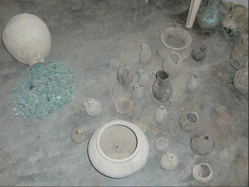 Smugglarna vill sälja antikviteter i partier och priserna varierar mellan 3000 och 20 000 dollar.