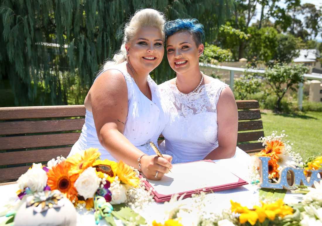 Lauren Price och Amy Laker är ett av de första homosexuella paren som gift sig i Australien.