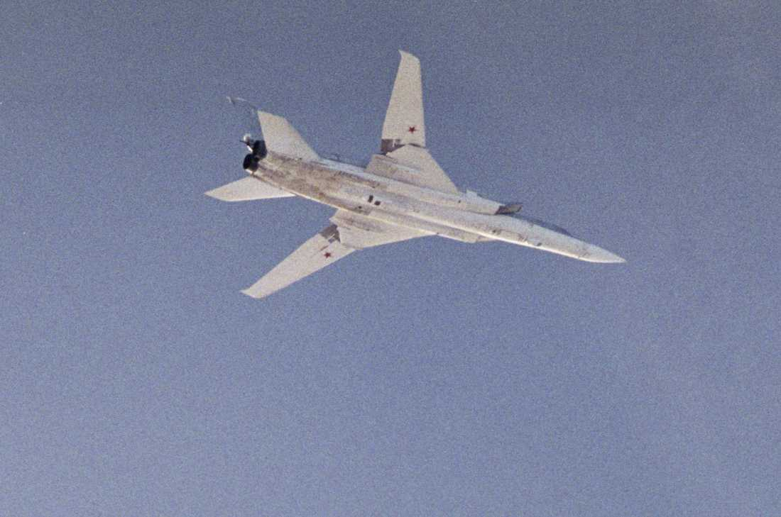 Försvarets bild på en TU-22 från 18 oktober 2011