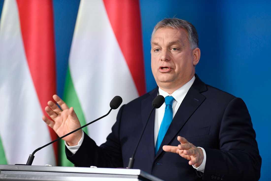 Moderaterna och Kristdemokraterna vill utesluta Ungerns regeringsparti Fidesz ur EU:s kristdemokratiskt konservativa partigrupp EPP. I dag avgörs om premiärminister Viktor Orbans parti får vara kvar eller inte. Arkivbild.