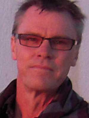 Lön: 24 900 kronor.  Percy Linder, 56 år. Gick ut som slöjdlärare 1994.  – 1988 hade jag en lön på ca 17000 kr. 1994 fick jag 14000 kr i Nybro kommun och flyttade sedan till Kalmar kommun. Där fick jag en ingångslön på 12080 kr. Nu 2011 har jag en lön på endast 24900 kr. Det är ingen bra löneutveckling.