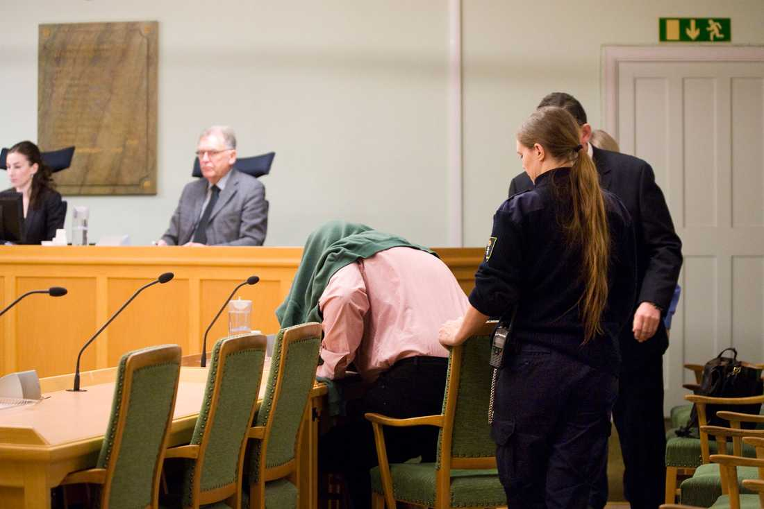 Sven fälls i Hässleholms tingsrätt för elva fall av anstiftan för grov våldtäkt. Hovrätten gör en annan bevisvärdering och sänker straffet till fyra och ett halvt års fängelse.
