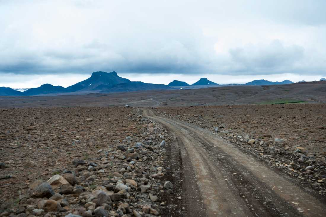 Grusvägen mot Langjökull, ungefär tio mil från Reykjavik, går genom ett öde stenlandskap. Arkivbild.