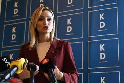 Kristdemokraterna är redo att väcka misstroende mot regeringen, meddelade Ebba Busch på en pressträff i riksdagen idag.