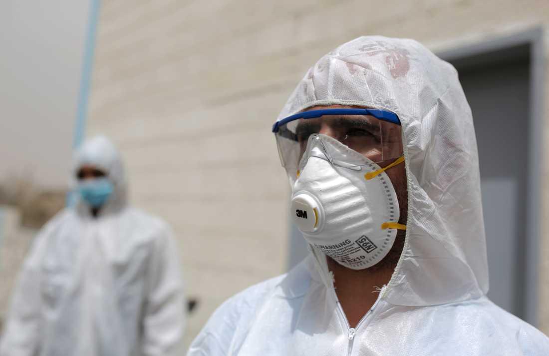 Vårdpersonal färdigställer en karantänavdelning i Sanaa i Jemen. Arkivbild.