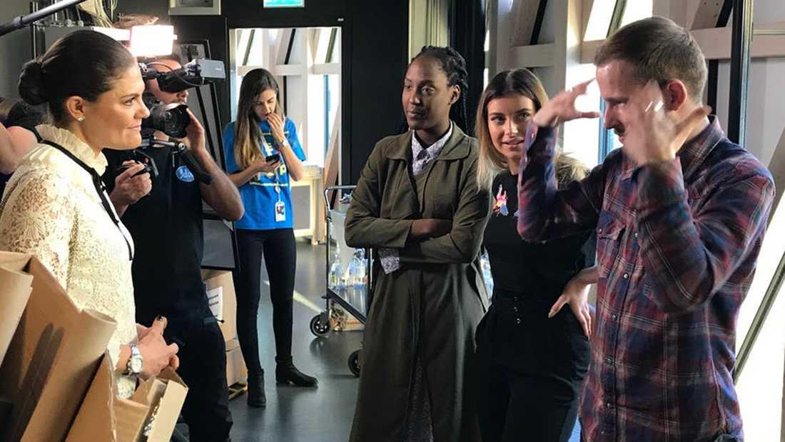 Kevin, Jemima och Hanna träffar kronprinsessan Victoria.