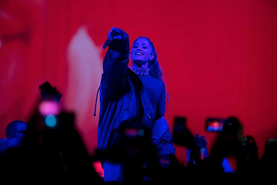 Ariana Grande gör musik av den brutna förlovningen med komikern Pete Davidson.