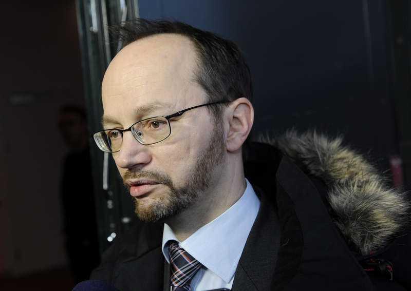 Tomas Eneroth, Socialdemokraternas gruppledare i riksdagen, tror att SD-ledamöterna kommer att agera tvärtemot vad deras sympatisörer hoppas på.