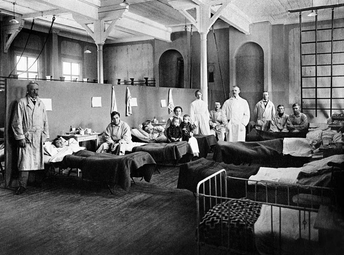 """Det provisoriska """"Spanska sjukhuset"""" i Östersund 1918. Arkivbild."""