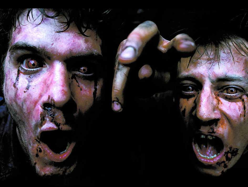 """I """"28 dagar senare"""" (2002) är det ett virus som förvandlar folk till zombier."""