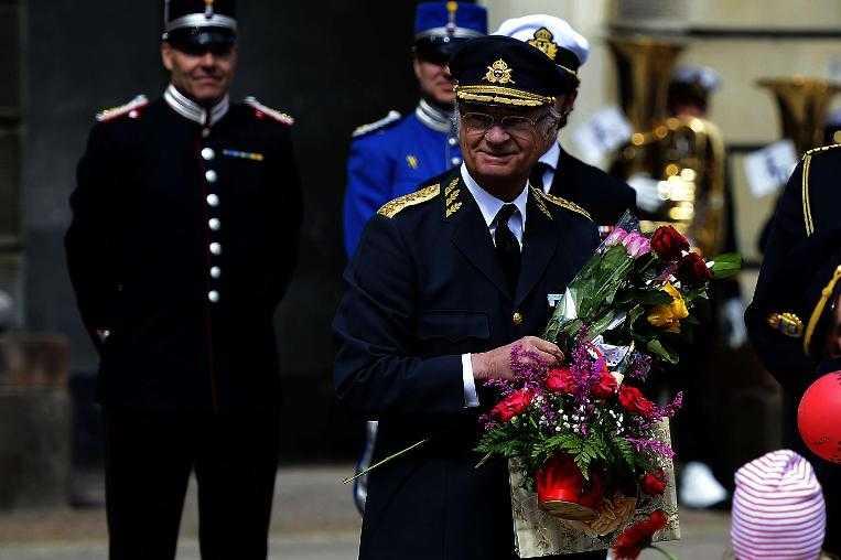 INBJUDNINGARNA ÄR SKICKADE Kungen fyller 70 på Valborgsmässoafton, men firandet inleds redan den 25 april. Gästlistan är blåblodig och regentens stora dag avslutas så klart med en riktig bal på slottet.