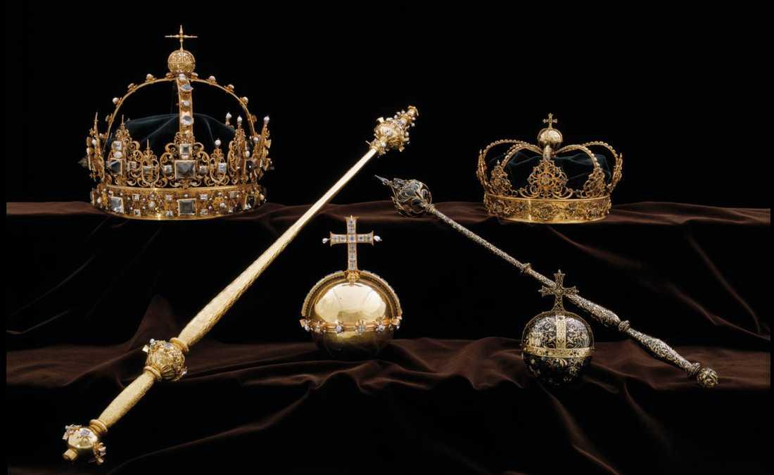 De två kronorna och ett av de riksäpplen som ingår i kung Karl IX:s och drottning Kristina den äldres begravningsregalier stals från domkyrkan i Strängnäs i somras. I morgon börjar rättegången mot en 22-årig man som misstänks för delaktighet i stölden. Arkivbild.