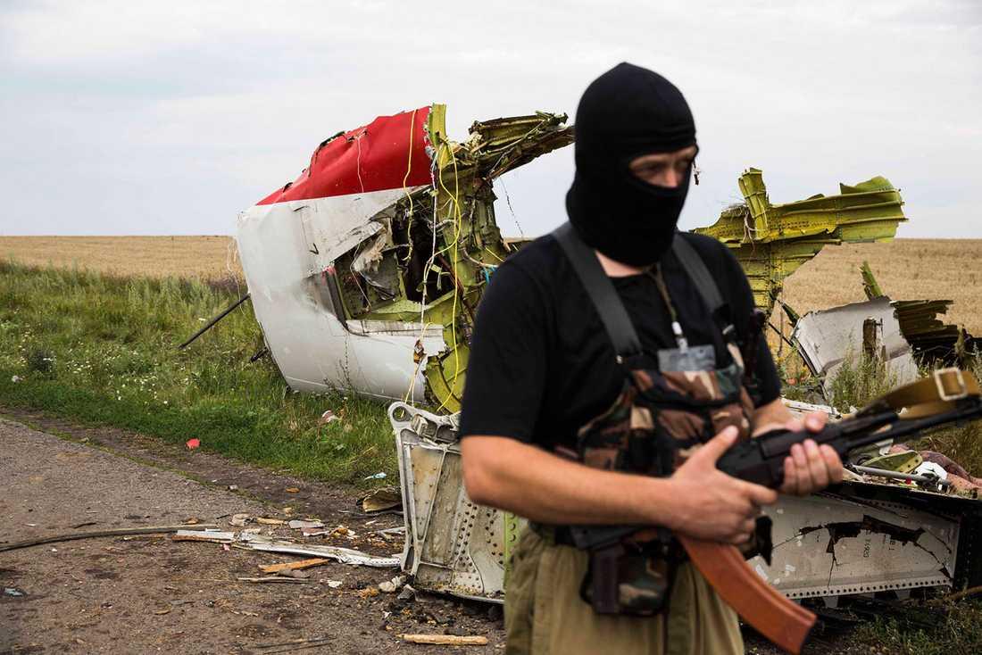 En separatist vid en vrakdel.