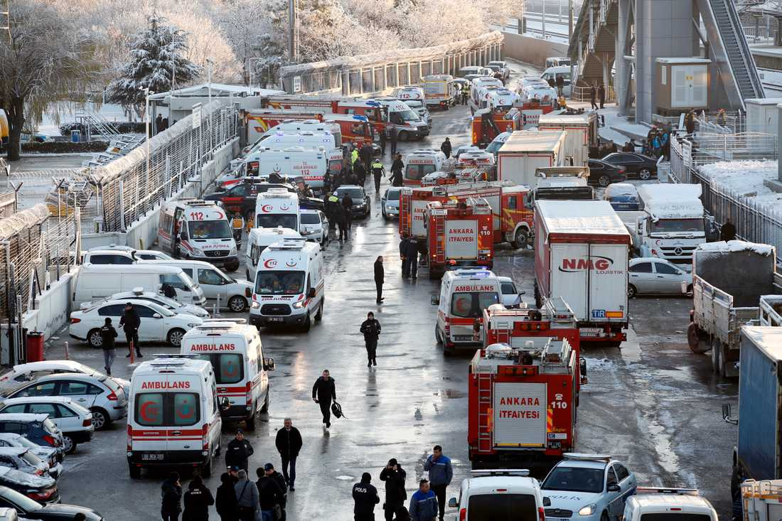 Ett höghastighetståg har kraschat vid Turkiets huvudstad Ankara.