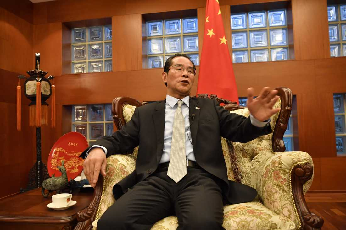 Kinas ambassadör i Sverige, Gui Congyou, hotar med konsekvenser för Sverige om ledande politiker deltar vid prisutdelningen av Svenska PEN:s Tucholskypris till den fängslade förläggaren Gui Minhai.