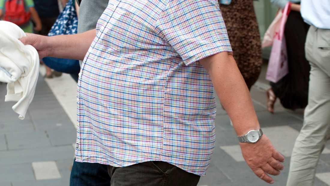 Allt färre betalar för sin fetmaoperation själv.