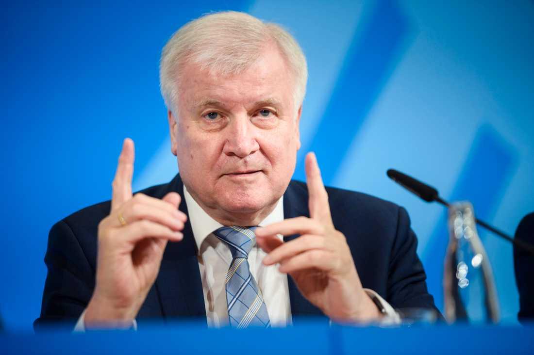 Tyske inrikesministern Horst Seehofer hotar anmäla kolumnisten Hengameh Yaghoobifarah för uppvigling