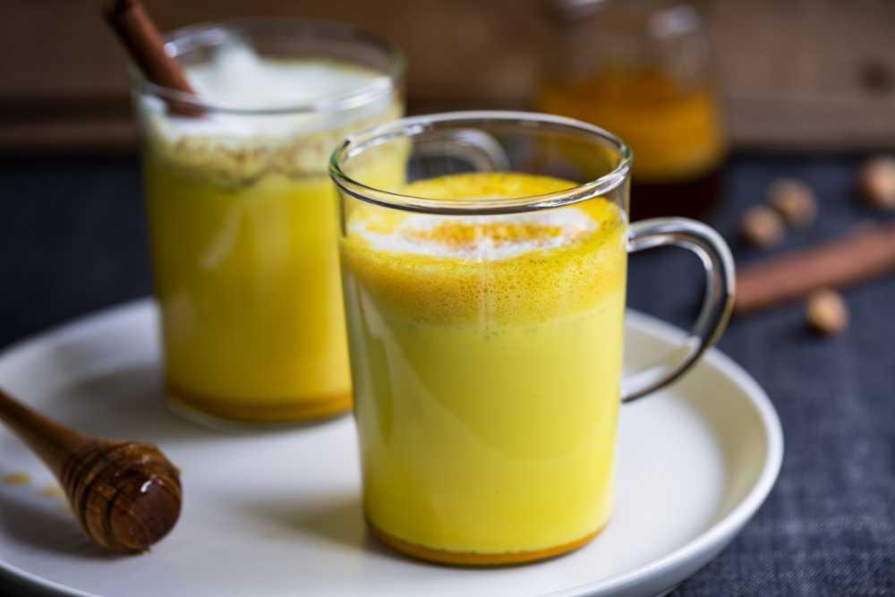 Guldmjölk med kryddor.