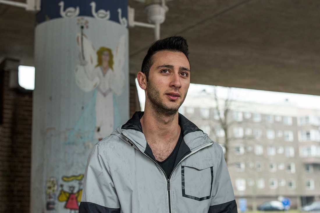 Furkan Gezici säger att det är inte klokt att köpa en lägenhet i Alby.