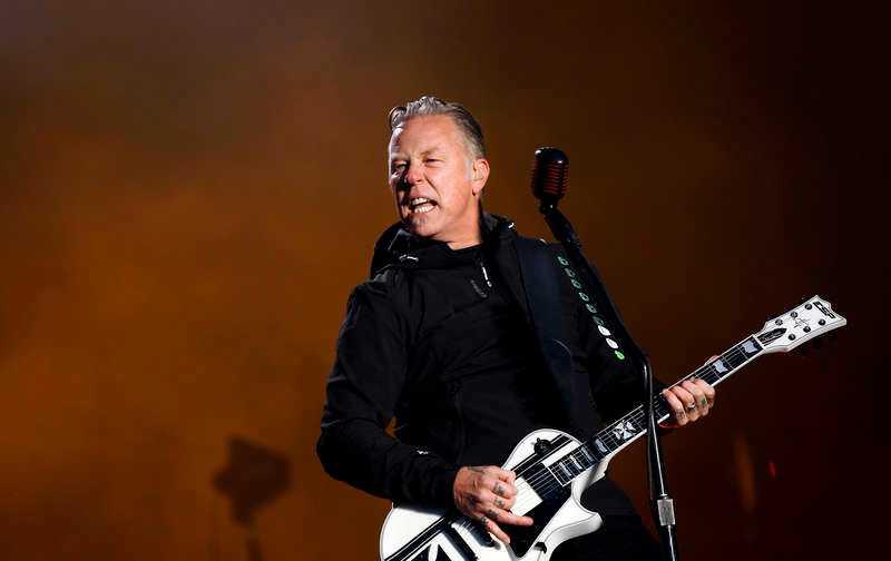 James Hetfield frågar hur det känns att leva. Jo tack, ganska så utmärkt, skulle jag säga.